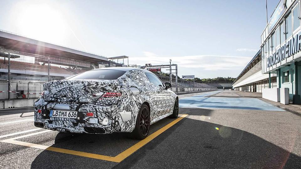 «Мерседес» показал новый снимок «заряженного» купе C-Class