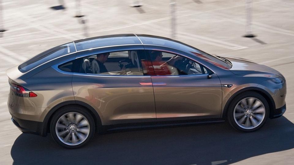 Норвежцу подарят кроссовер Tesla за привлечение новых клиентов