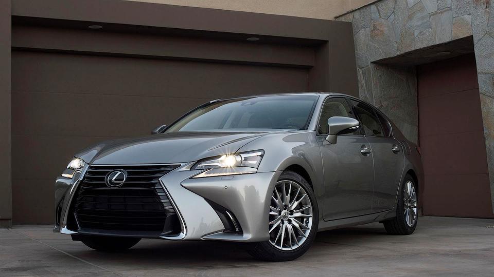 Японская марка подправила внешность седану GS