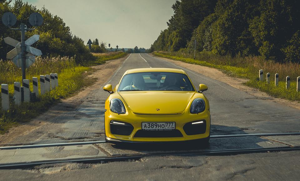 Lada Kalina и ремонт дороги против Porsche Cayman GT4. Фото 5