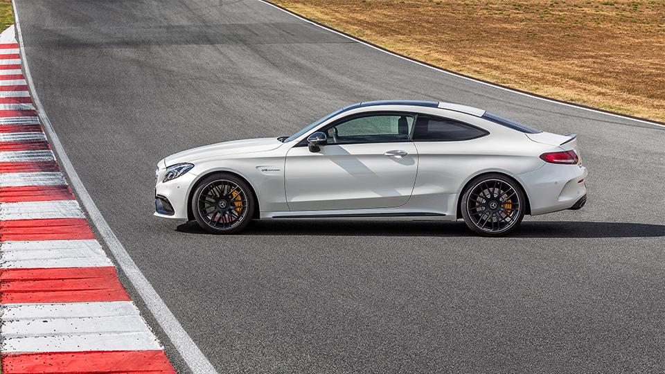Купе Mercedes-AMG C 63 оказалось на 0,1 секунды быстрее седана