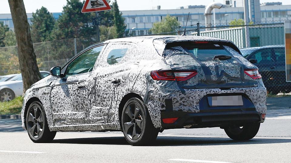 Появились новые шпионские снимки следующего Renault Megane