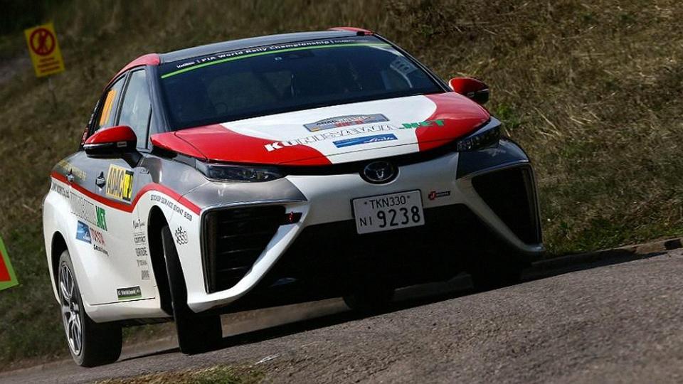 Водородный седан Toyota Mirai выступил на Ралли Германии