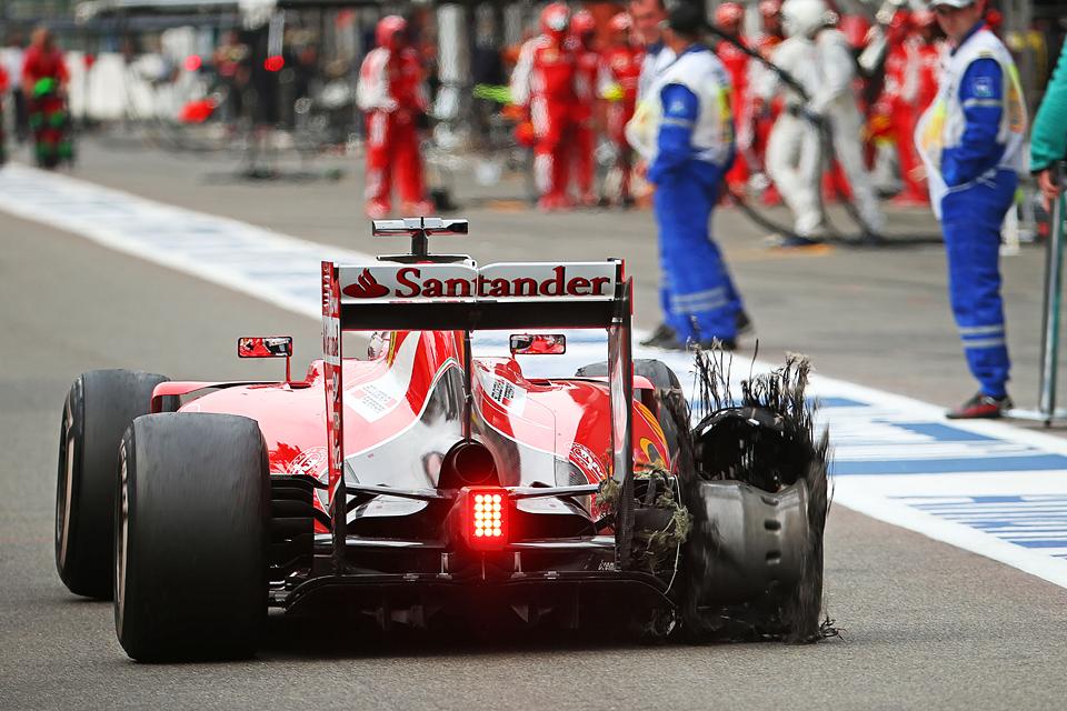 Хэмилтон выиграл очередную гонку, пока у его соперников лопались шины. Фото 5