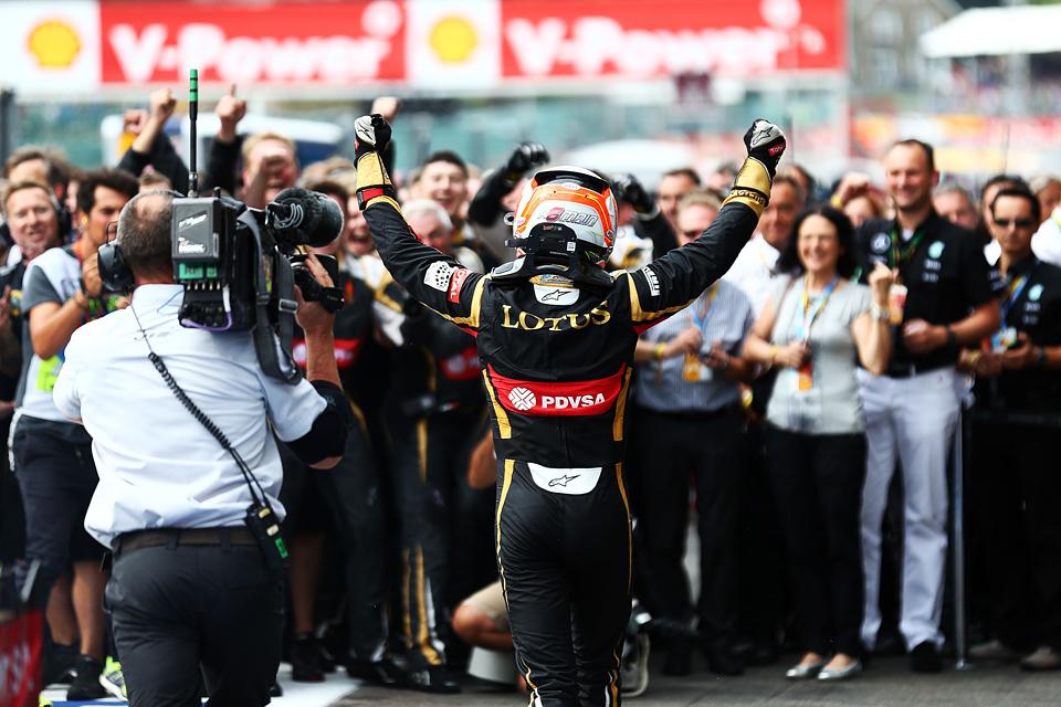 Хэмилтон выиграл очередную гонку, пока у его соперников лопались шины. Фото 3
