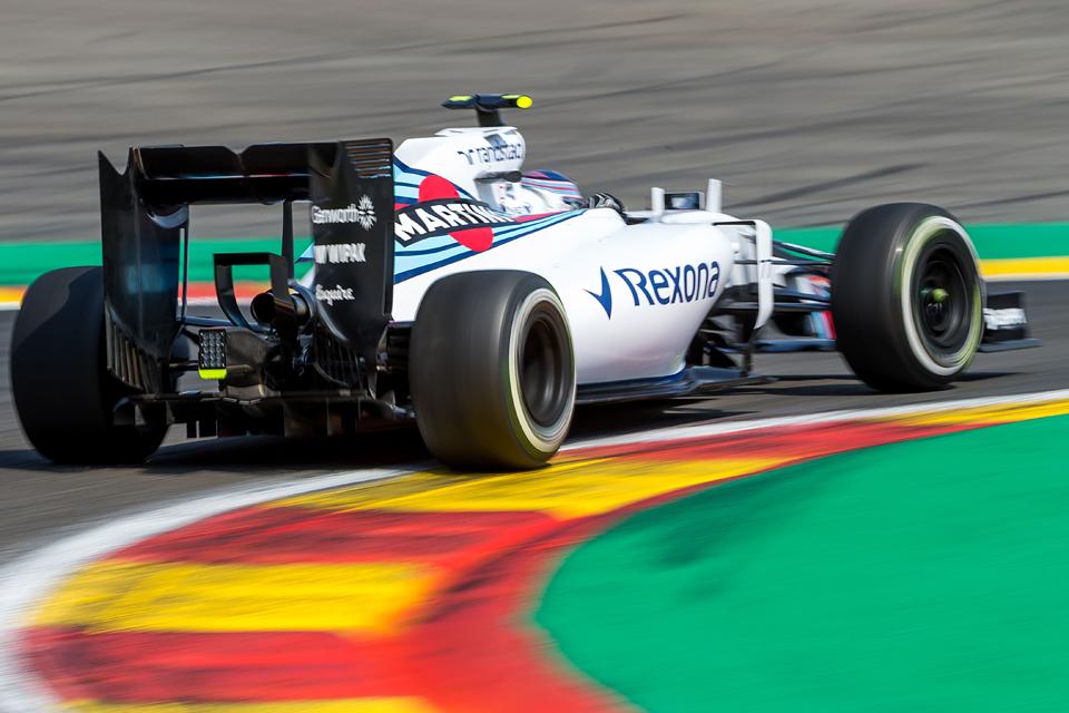 Хэмилтон выиграл очередную гонку, пока у его соперников лопались шины. Фото 4