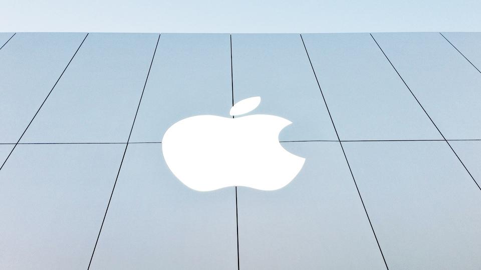 Компания Apple наняла специалиста по автопилотам из «Теслы»