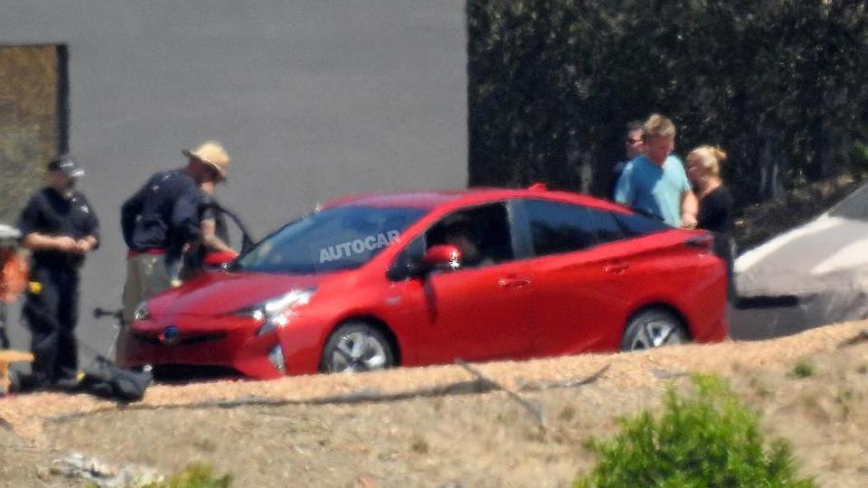 Фотошпионы раскрыли внешность нового гибрида Toyota Prius