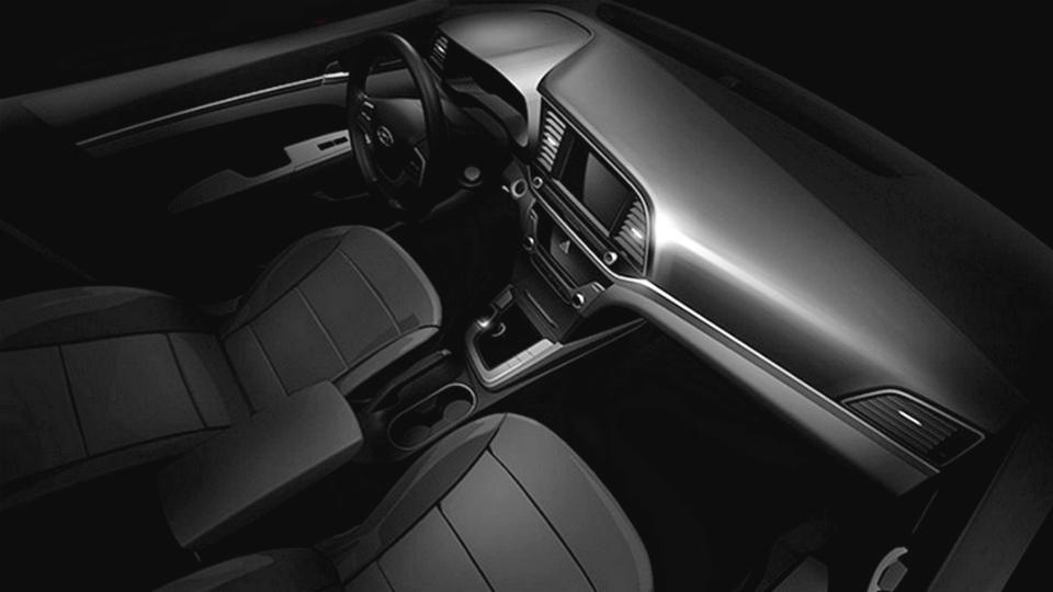 Компания Hyundai рассекретила интерьер Elantra нового поколения