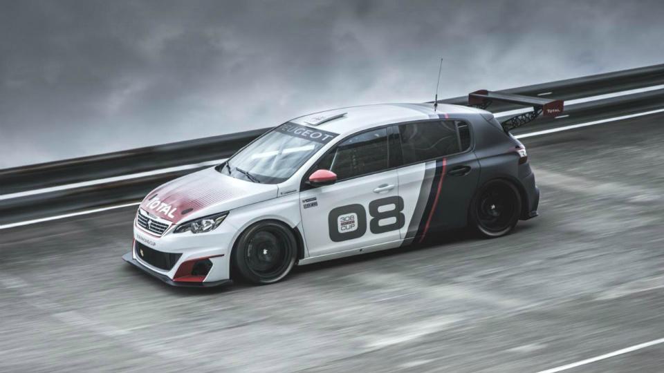 Хэтчбек Peugeot 308 подготовили к гонкам