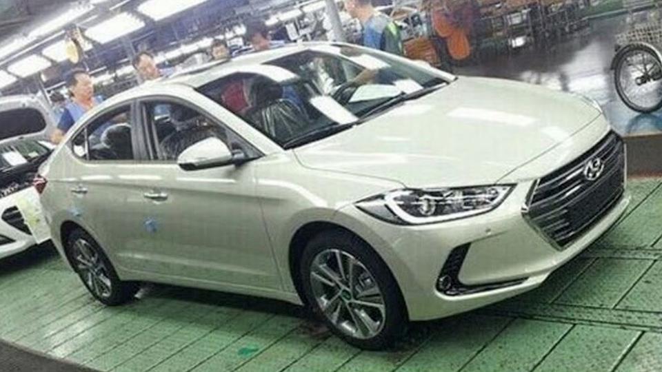Появились фотографии нового седана Hyundai Elantra