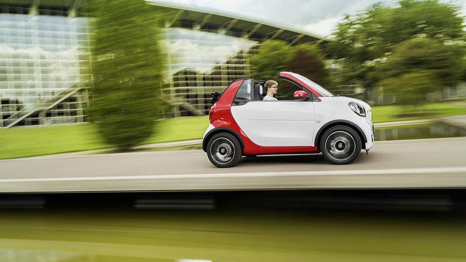 Кабриолет Smart научился опускать крышу на максимальной скорости. Фото 2
