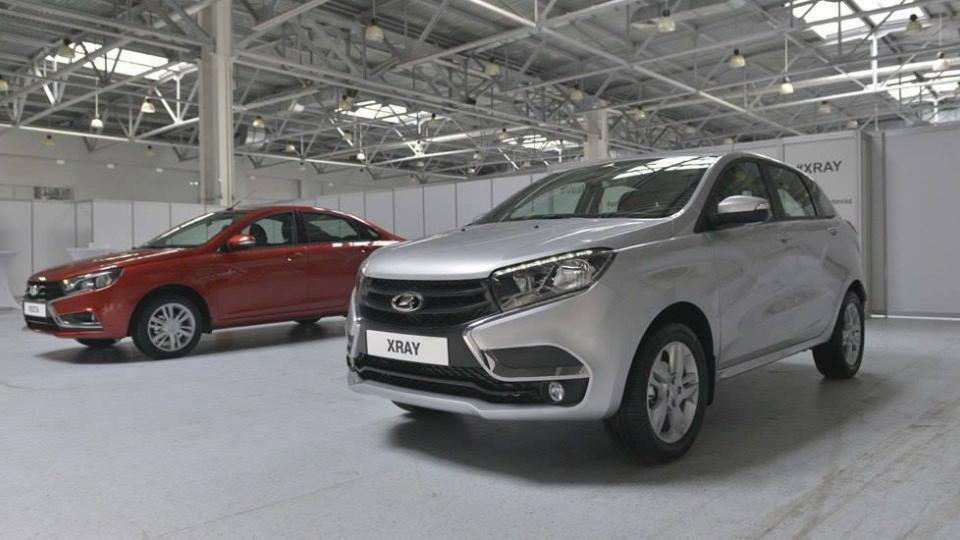 «АвтоВАЗ» показал предсерийные Lada Vesta и XRay