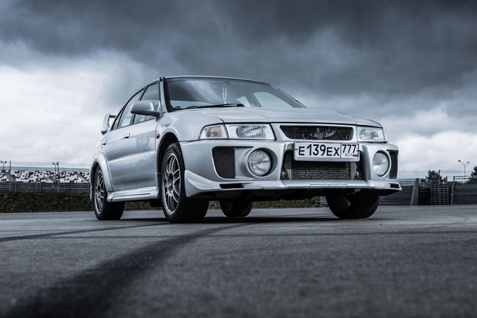 Прощаемся с легендарным Mitsubishi Lancer Evolution. Фото 8