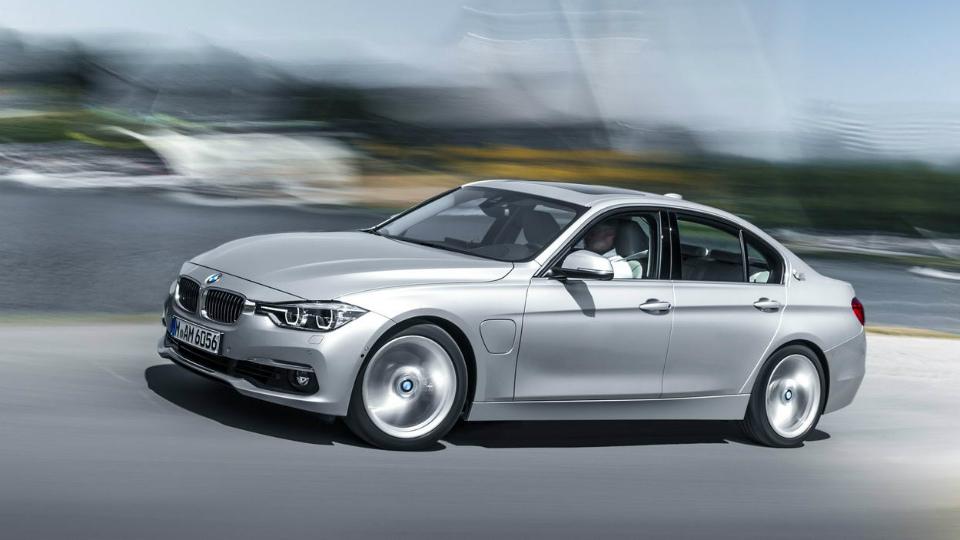 Седан BMW 3-Series стал подзаряжаемым гибридом
