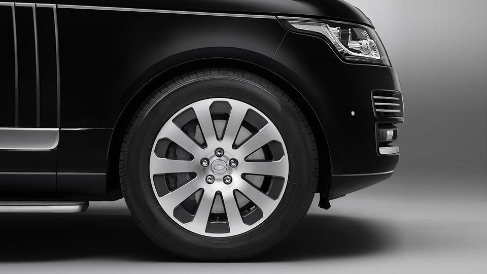 Броневик построили на базе внедорожника Range Rover Autobiography. Фото 1