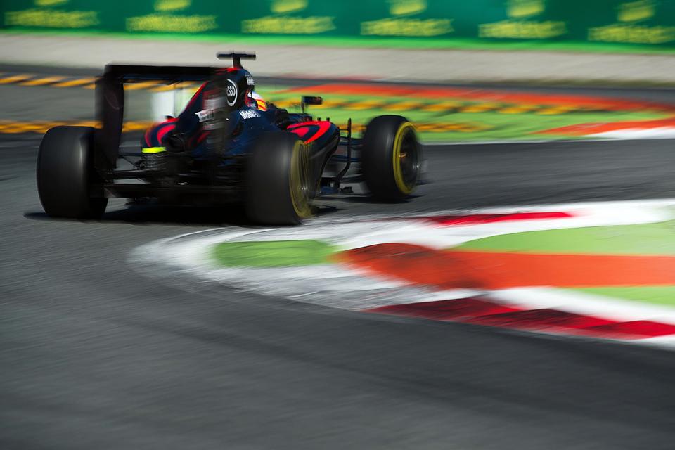 Хэмилтон выиграл в Италии и приблизился к завоеванию третьего титула в Формуле-1. Фото 4
