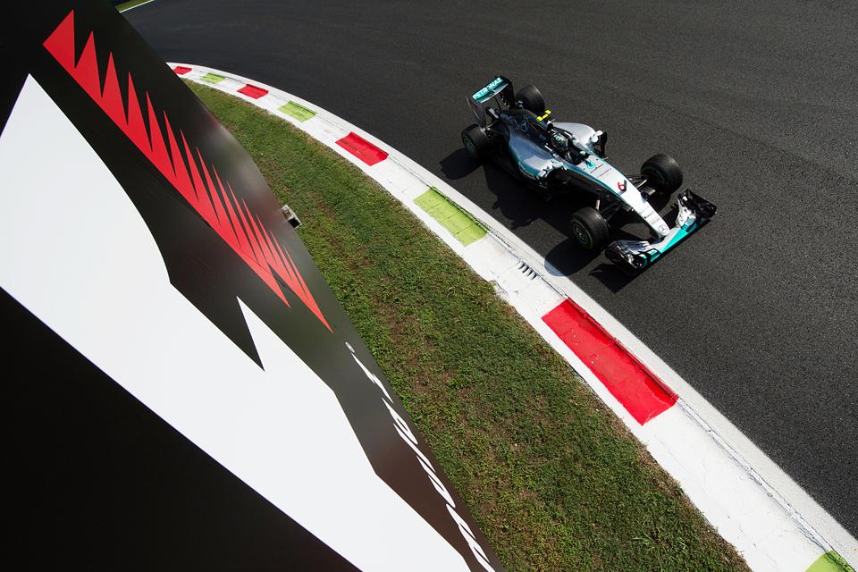 Хэмилтон выиграл в Италии и приблизился к завоеванию третьего титула в Формуле-1. Фото 5
