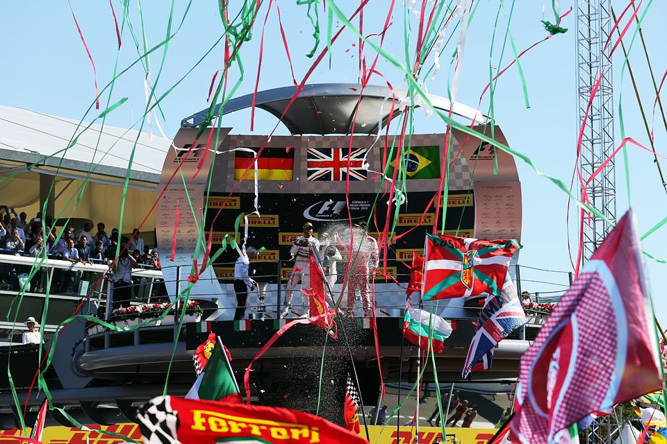 Хэмилтон выиграл в Италии и приблизился к завоеванию третьего титула в Формуле-1. Фото 3