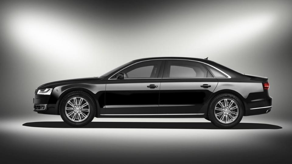 Audi привезет во Франкфурт модернизированный бронированный седан A8