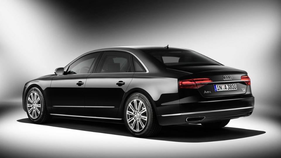 Audi привезет во Франкфурт модернизированный бронированный седан A8. Фото 1