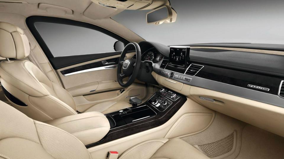 Audi привезет во Франкфурт модернизированный бронированный седан A8. Фото 2