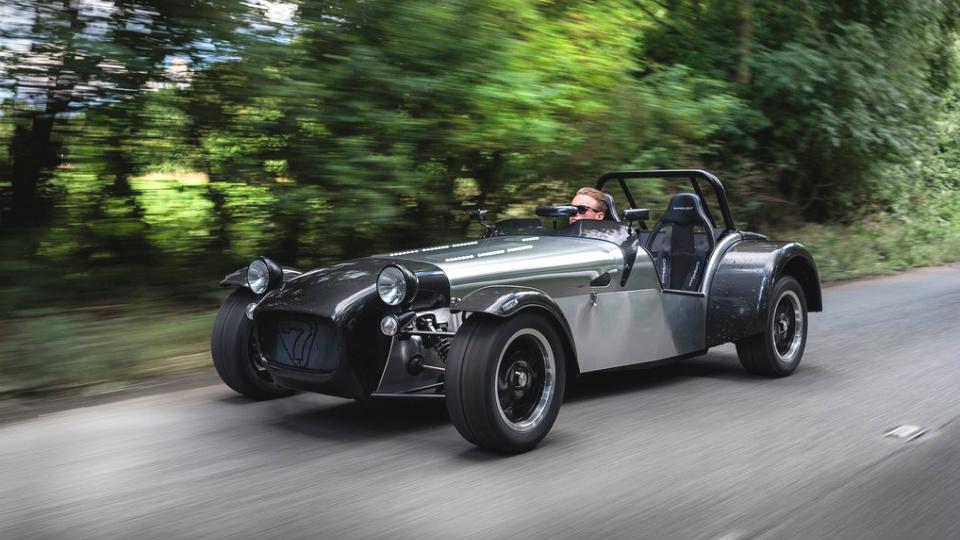 Caterham выпустит «суперлегкий» вариант спорткара Seven