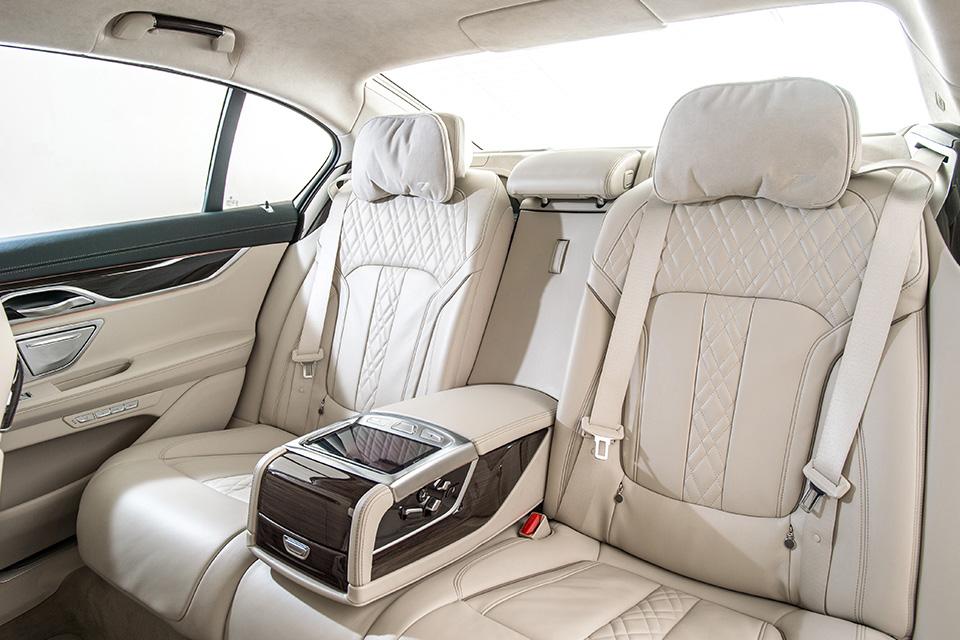 Ключ-гаджет, сидение-кровать или лавры настоящего BMW: тест новой 7 серии. Фото 8
