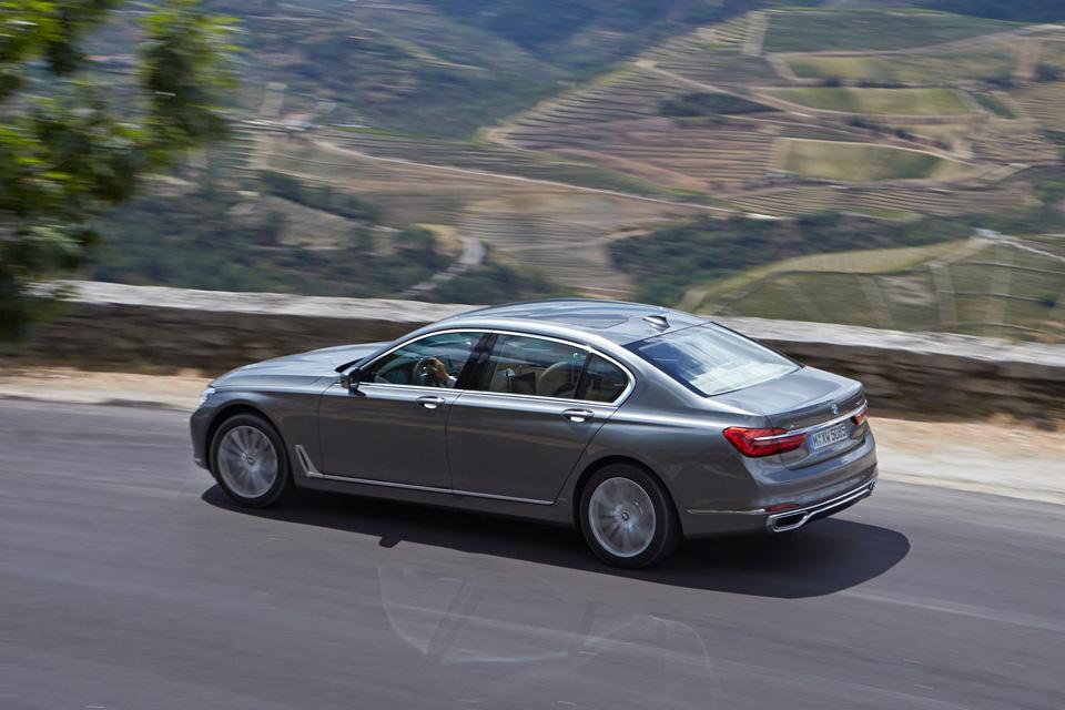 Ключ-гаджет, сидение-кровать или лавры настоящего BMW: тест новой 7 серии. Фото 14