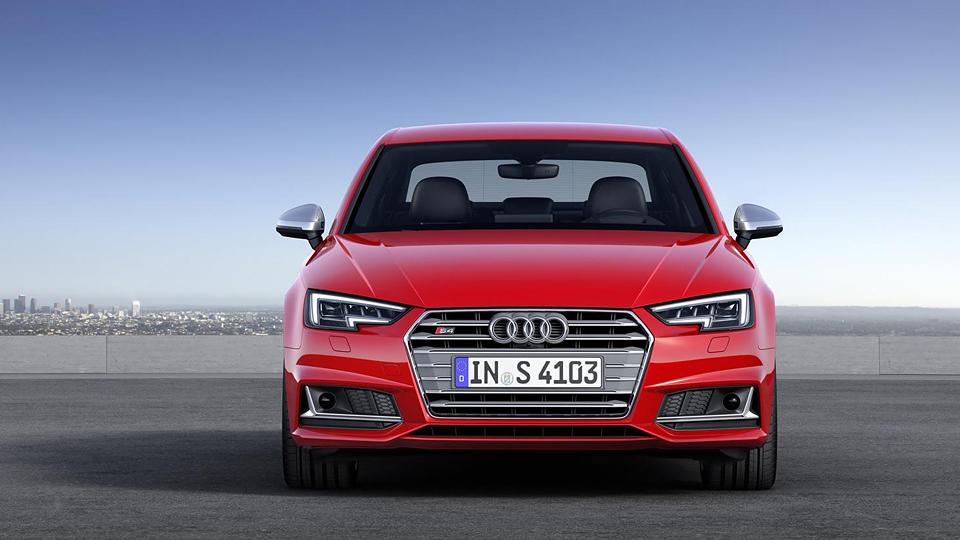 """Audi S4 получила новый трехлитровый мотор и """"автомат"""""""