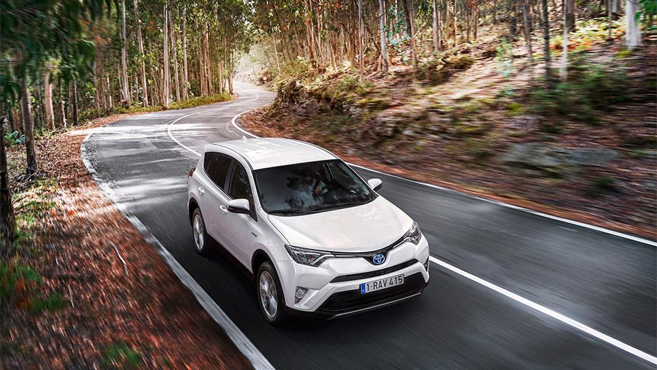 «Тойота» показала гибридный RAV4 для Европы