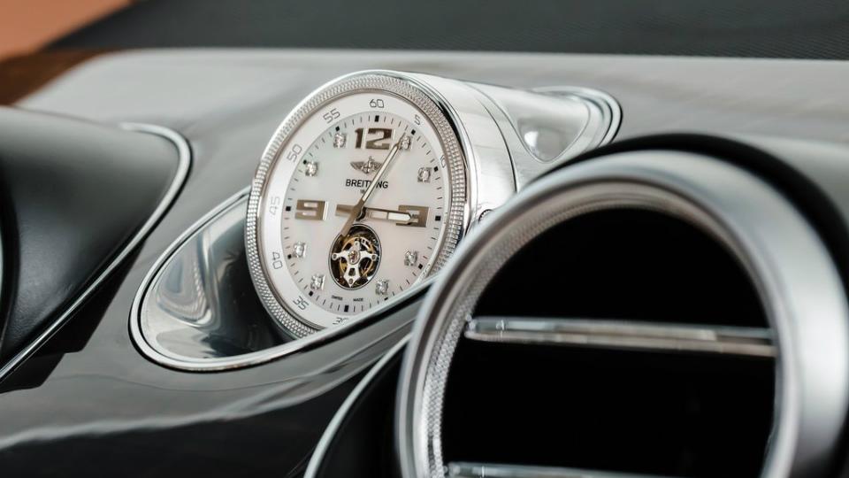 Первый экземпляр модели Bentayga достанется королеве Великобритании. Фото 1