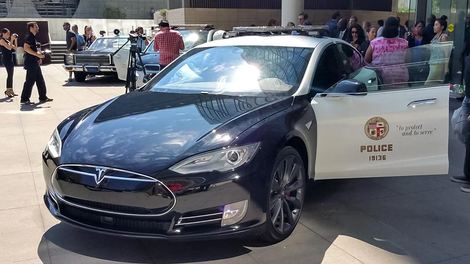 Автопарк полиции Лос-Анджелеса пополнили BMW i3 и Tesla Model S