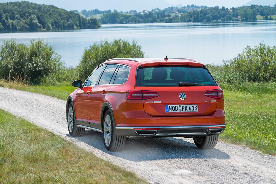 Что общего между рыжим VW Passat Alltrack и желтыми «Кроксами». Фото 3