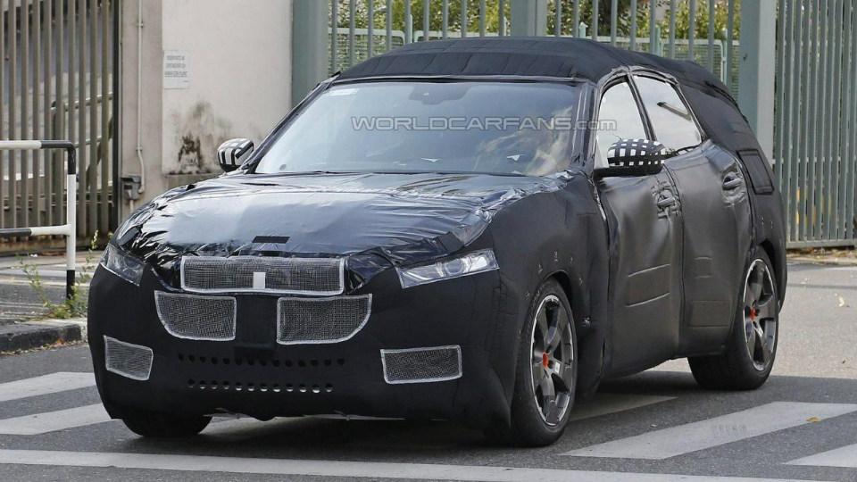 Внедорожник Maserati сфотографировали с серийным кузовом