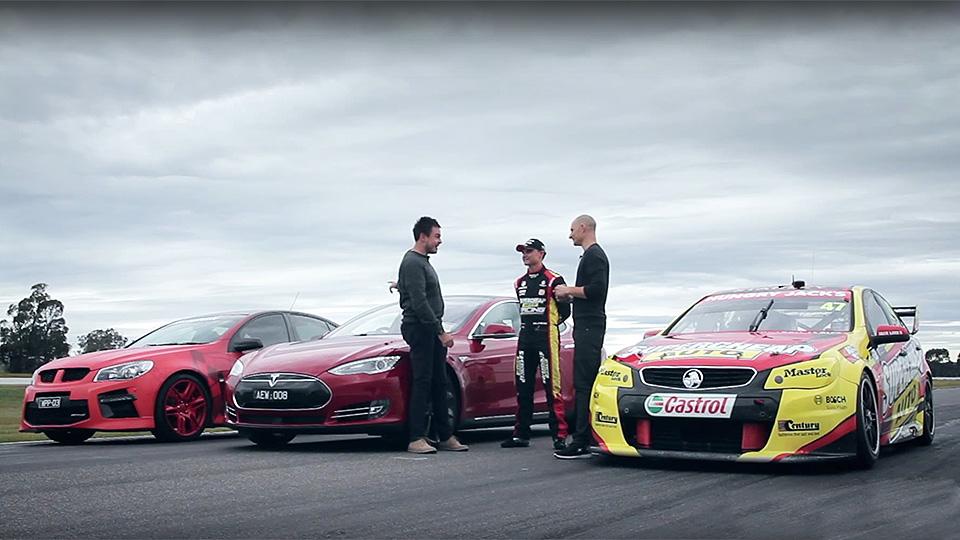 Австралийцы устроили дрэг-гонку «Теслы» c гоночной машиной
