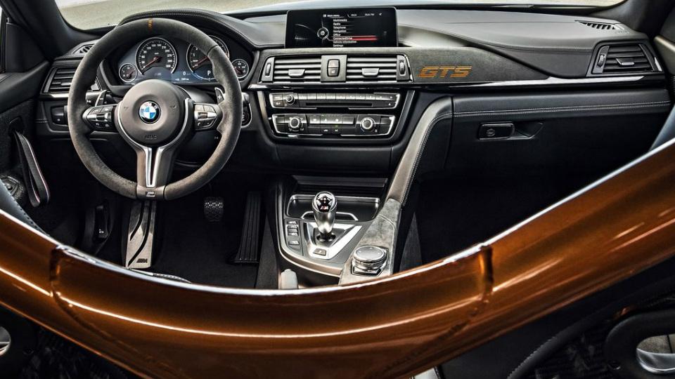 У купе BMW M4 появилась 500-сильная трековая модификация. Фото 3