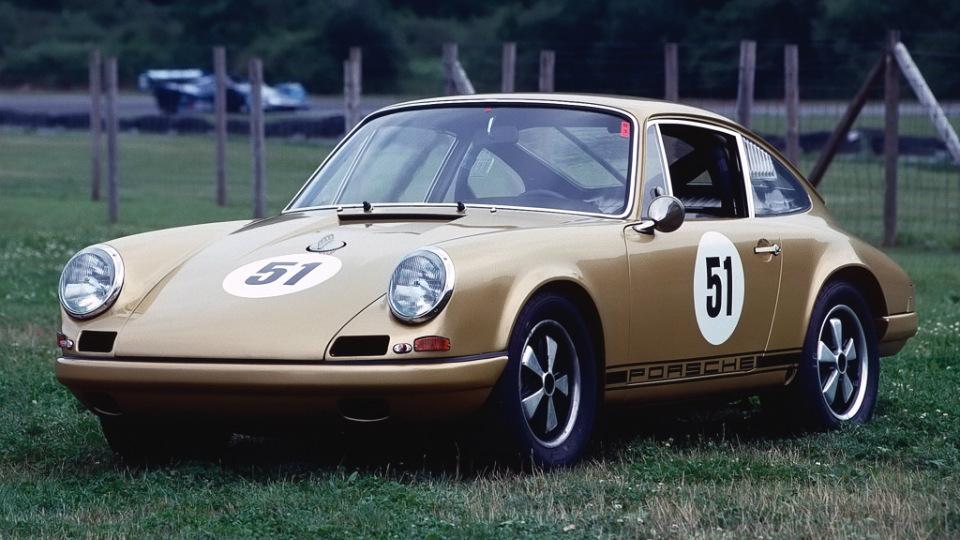 Немцы выпустят спецверсию купе 911 в стиле ретро