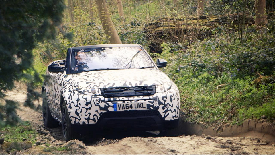Кабриолет Range Rover Evoque нырнул вводу