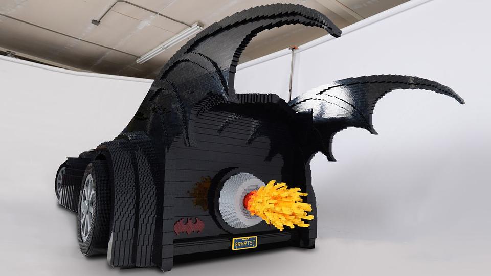 Американец построил «Бэтмобиль» из 500 тысяч кубиков Lego