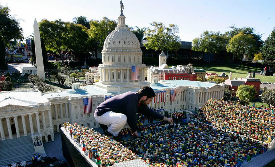 Как взрослые развлекаются с кубиками Lego. Фото 4