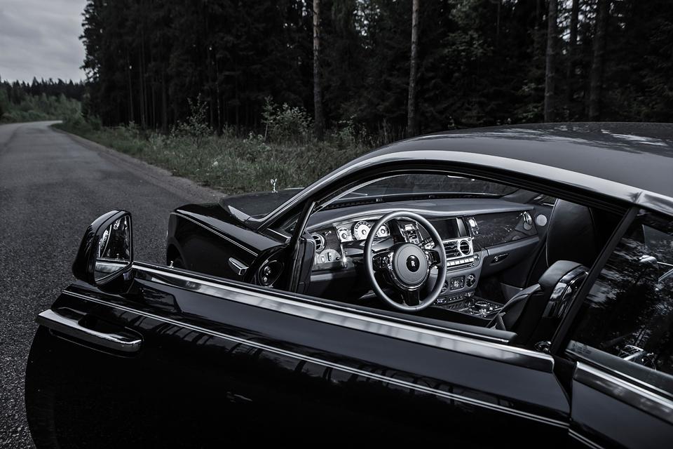 Из Питера в Москву на Rolls-Royce Wraith: вечная история на машине вне времени. Фото 1