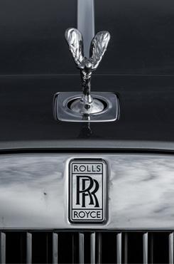 Из Питера в Москву на Rolls-Royce Wraith: вечная история на машине вне времени