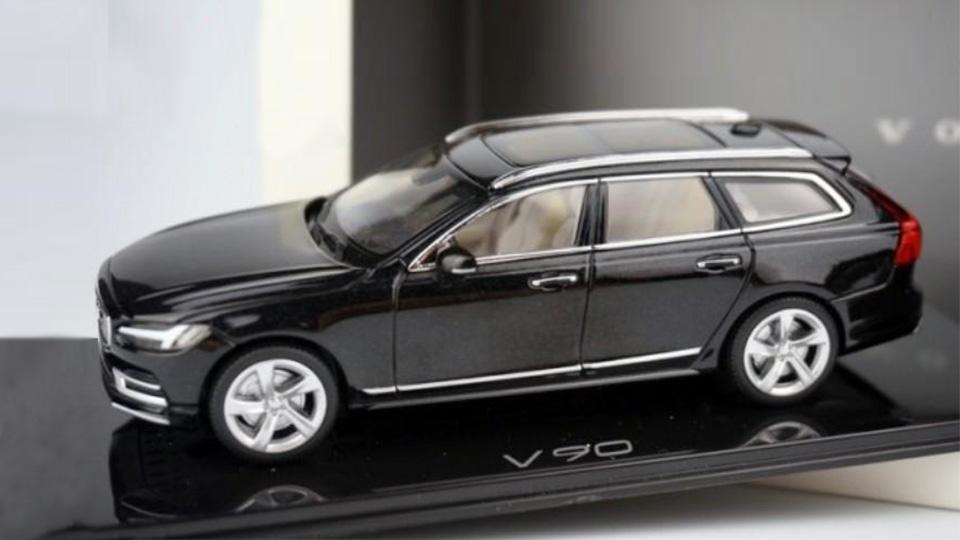 Работник производителя масштабных моделей раскрыл дизайн Volvo V90