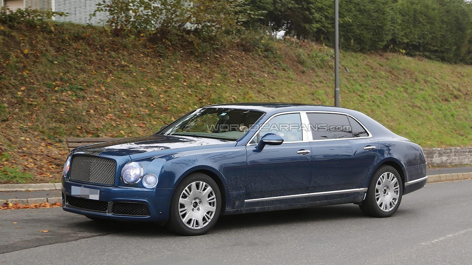 На моторшоу в Женеве покажут новую версию флагмана Bentley