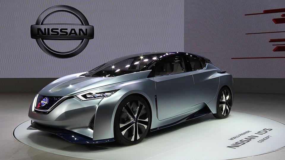 Nissan построил электрокар с убирающимся рулем