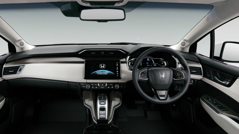 Седан Clarity Fuel Cell получил 177-сильную установку на топливных элементах. Фото 1