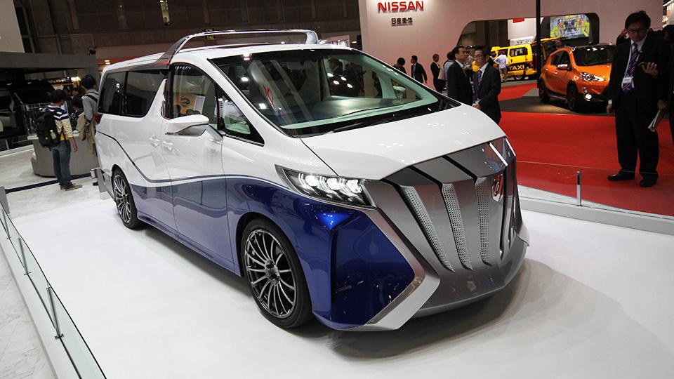 «Тойота» превратила минивэн Alphard в кабриолет