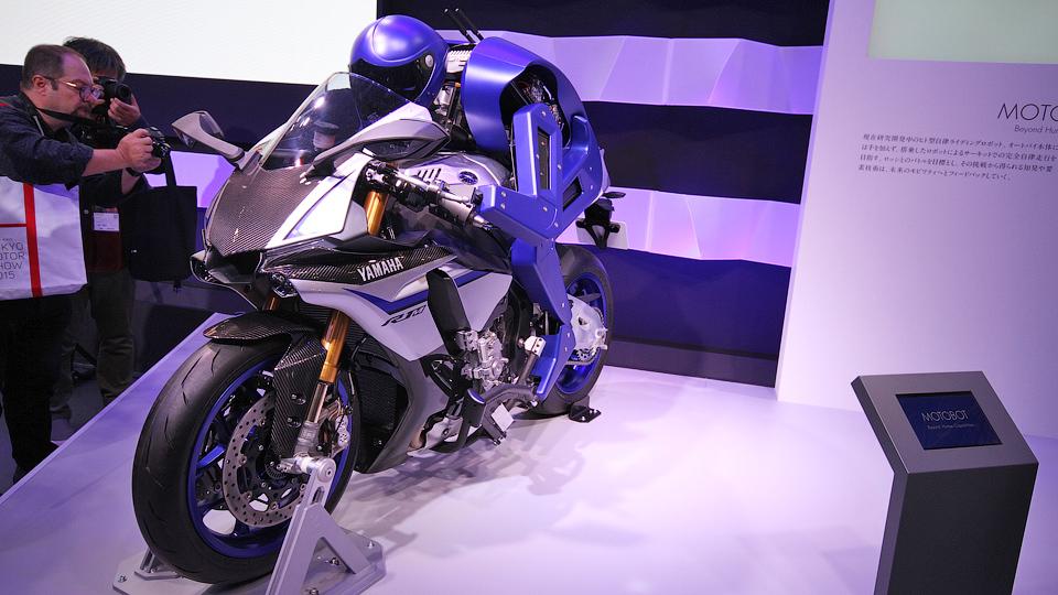 Компания Yamaha создала робота-мотоциклиста