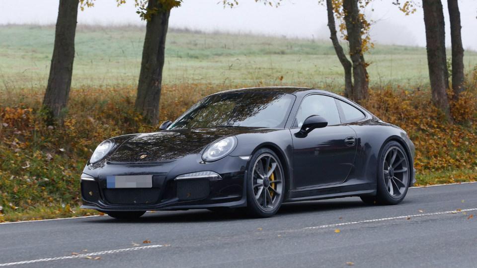 Компания Porsche начала испытания «юбилейного» 911-го